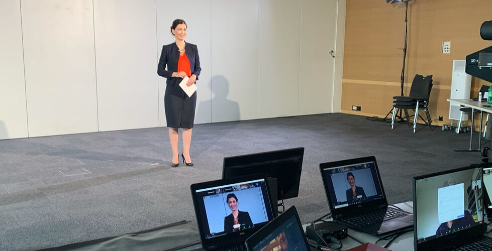 Maria Victoria Haas Moderiert